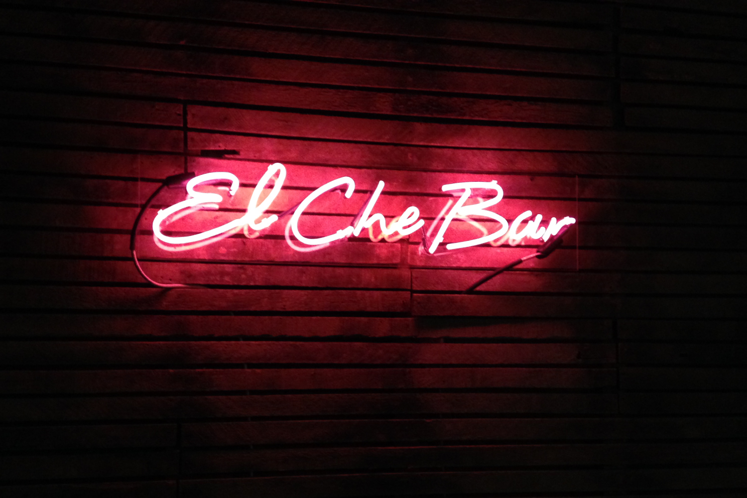 El Che Bar Chicago promotion neon sign design.